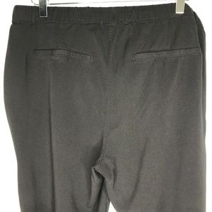 Old Navy Pants - Old Navy Black Cropped Jogger Pants A060523